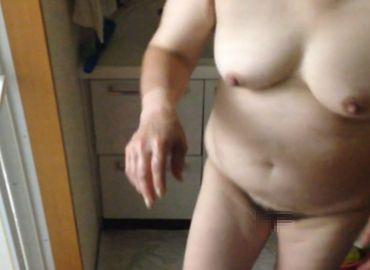 【家庭内盗撮動画】風呂上り60代妻の着替えシーン