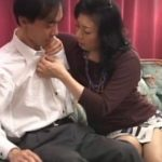夫の目の前で他人の男性に抱かれる50代おばさんの動画